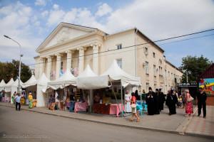 Глава Волгодонской епархии епископ Волгодонский и Сальский Корнилий посетил проходящую в г. Сальске  выставку ярмарку «Торжество Православия»