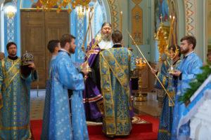 6.07.2017г. епископ Волгодонский и Сальский Корнилий молился за божественной литургией г. Волгодонск