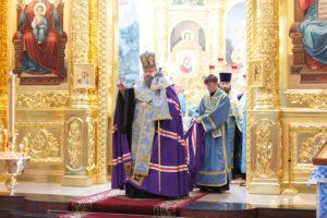 11.07.2017г. епископ Волгодонский и Сальский Корнилий молился за божественной литургией г. Волгодонск