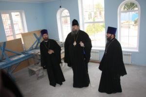 Епископ Корнилий посетил строящийся храм в Сальске