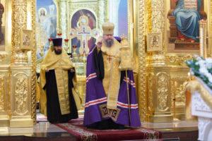 9.10.2017г. епископ Волгодонский и Сальский Корнилий молился за божественной литургией г. Волгодонск