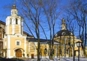 3.12.2017 г. епископ Волгодонский и Сальский Корнилий молился за ранней литургией в храме Всех Святых г. Москва.