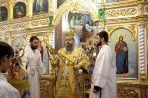 Божественная литургия в храме Покрова Пресвятой Богородицы в станице Кутейниковской
