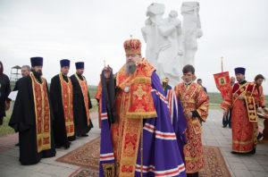 7.05.2018 года епископ Волгодонский и Сальский Конилий совершил заупокойное богослужение пос. Дубовское.