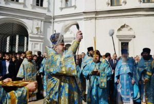 В праздник Успения Божией Матери Предстоятель Русской Церкви совершил Литургию в Успенском соборе Московского Кремля