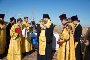 24 сентября 2018 года епископ Корнилий совершил чин молебного пения на месте строительства здания социального Центра