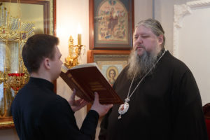 17.01.2019 г. епископ Корнилий молился на вечернем богослужении.