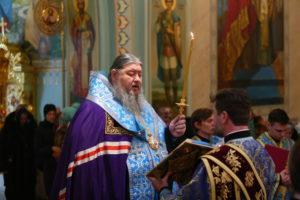 25.02.2019 г епископ Корнилий молился за Божественной литургией
