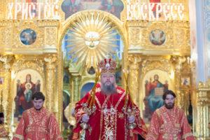 28.04.2019 г. епископ Корнилий совершил Пасхальную великую вечерню в кафедральном соборе Рождества Христова города Волгодонска.
