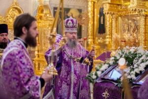 13.04.2019 г. епископ Корнилий совершил всенощное бдение в кафедральном соборе Рождества Христова города Волгодонска.