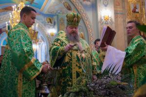 20.04.2019 г. епископ Корнилий совершил всенощное бдение в кафедральном соборе Рождества Христова города Волгодонска.