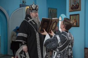 11 апреля 2019г. епископ Корнилий совершил Божественную Литургию Преждеосвященных Даров в храме святых апостолов Петра и Павла п.Зимовники.