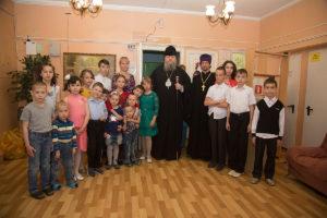 28.04.2019 года Епископ Волгодонский и Сальский Корнилий посетил детский дома «Аистенок».