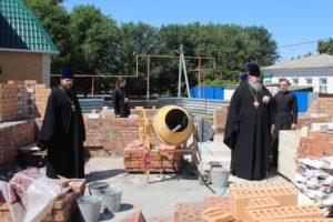 Епископ Корнилий посетил строительство храма св. Матроны в Волгодонске