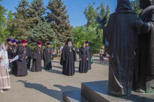 08.07.2019 г. епископ Корнилий совершил славление у памятника святым Петру и Февронии.