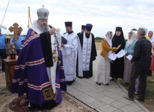 Епископ Корнилий отслужил заупокойную литию на месте бывшего концлагеря в Дубовском районе