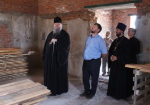 Епископ Корнилий посетил строящиеся и реставрируемые храмы в Цимлянском районе