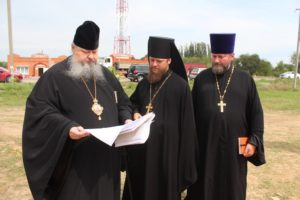 16.08.2019 – Епископ Корнилий посетил строящиеся храмы Волгодонского района