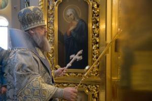 Божественная литургия в день Введения во храм Пресвятой Богородицы в Ростовском кафедральном соборе
