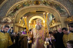В день памяти святого праведного Павла Глава Донской митрополии совершил Божественную литургию в Никольском храме Таганрога