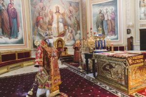 Митрополит Меркурий совершил всенощное бдение в Кафедральном соборе Рождества Пресвятой Богородицы Ростова-на-Дону