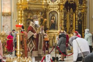 В день памяти святых равноапостольных Мефодия и Кирилла, учителей Словенских, митрополит Меркурий совершил Божественную литургию в Ростовском кафедральном соборе