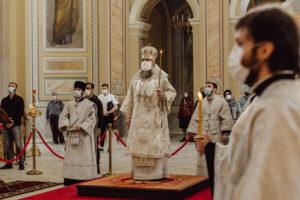 Глава Донской митрополии совершил всенощное бдение в Ростовском кафедральном соборе Рождества Пресвятой Богородицы