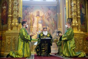 В День Святой Троицы, Пятидесятницы, Глава Донской митрополии совершил Божественную литургию в Ростовском кафедральном соборе