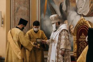 В день памяти святого князя Владимира митрополит Меркурий совершил Божественную литургию в Ростовском кафедральном соборе