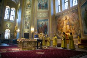 Глава Донской митрополии совершил всенощное бдение в Ростовском кафедральном соборе
